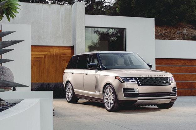 Успешна година за Jaguar Land Rover SVO