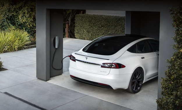 Електромобилите Tesla ще се зареждат от мрежата