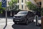 Очаквано Peugeot e-Traveler повтаря Opel Vivaro-e