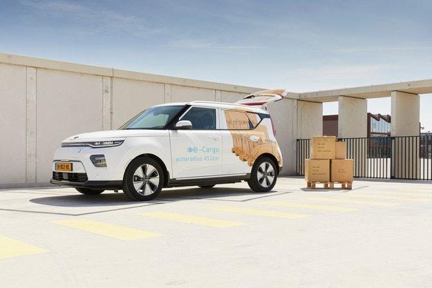 В Нидерландия продават фургон Kia e-Soul Cargo