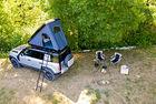 Land Rover Defender с палатка на покрива