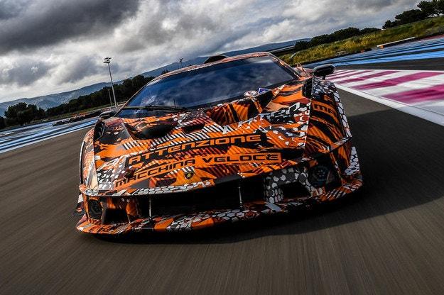 Lamborghini SCV12: Повече от 830 к.с. под капака