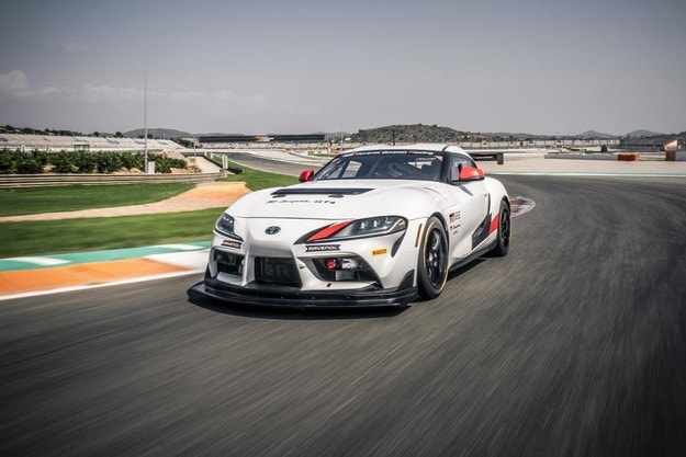 Toyota GR Supra GT4 е готов са състезания