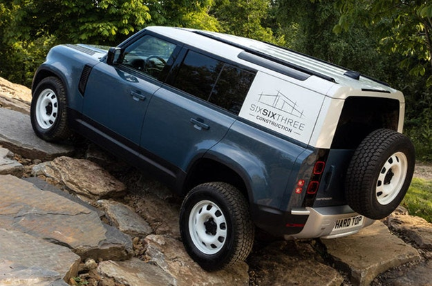 Товарният Land Rover Defender се нарича Hard Top