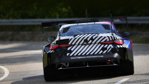 Тестват купето BMW M4 GT3 за прецизни настройки