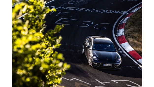 Porsche работят върху нов рекорд на Нюрбургринг