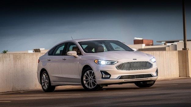 Ford Fusion и Lincoln MKZ слязоха от конвейера