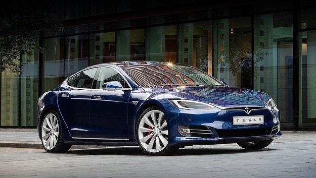 Tesla Model S и Model X с подобрен софтуер