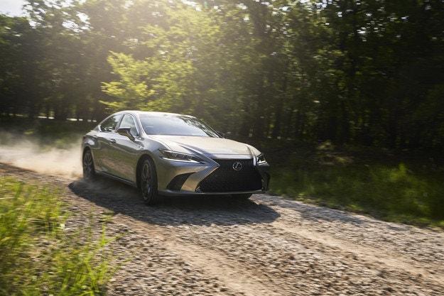 Lexus ES 250 за първи път с двойно предаване
