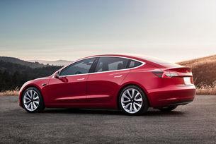 Хечбек Tesla Model 3 ще се конкурира с Volkswagen ID 3