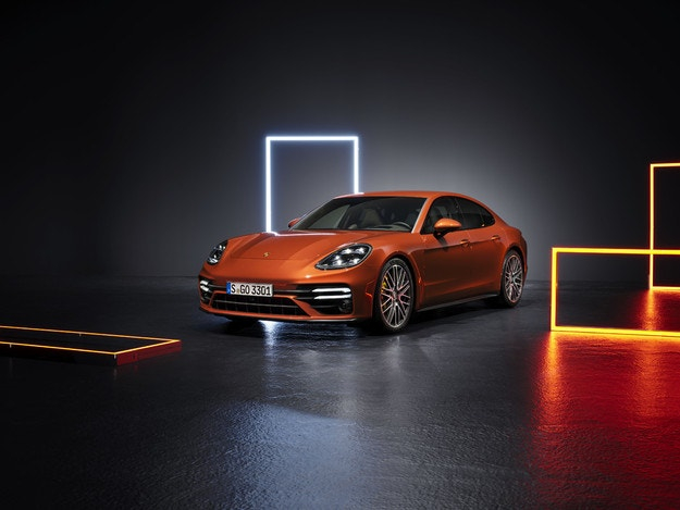 Porsche представя цялостно обновен спортен седанн