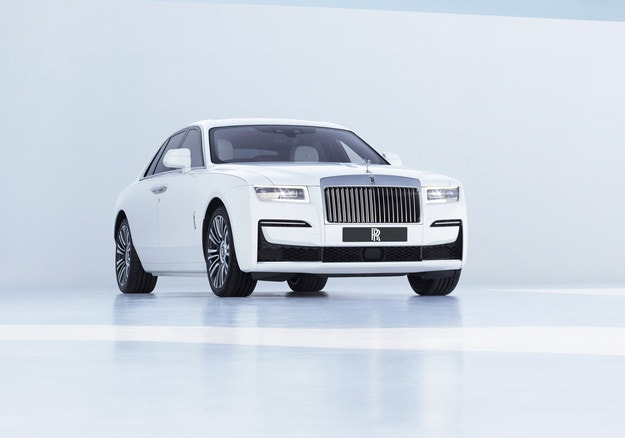 Rolls-Royce Ghost съчетава комфорт с шофьорски дух