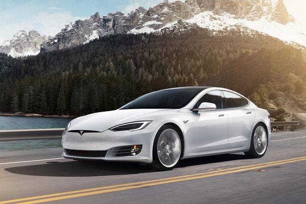 Tesla Model S Plaid: 840 км пробег и 320 км/ч