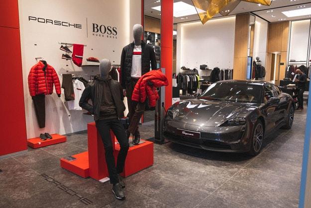 """Новата колекция """"Porsche x Boss"""" насред Париж"""