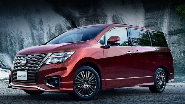 Обновеният Nissan Elgrand по-богат отвътре и отвън