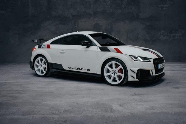 Audi TT RS 40 years of quattro само в Германия