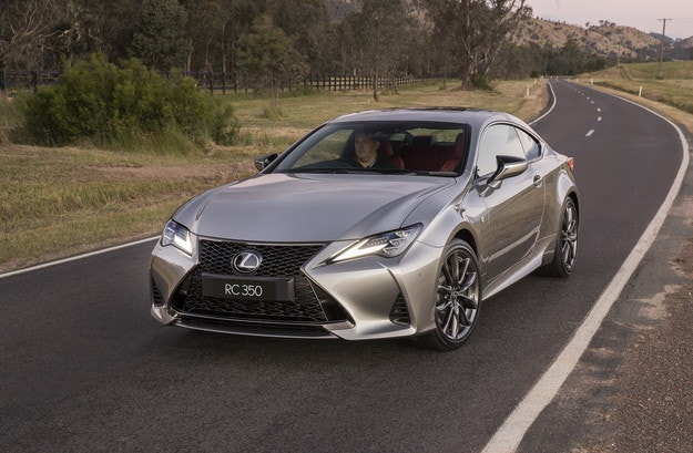 Обновеният Lexus RC с версия Black Line Edition