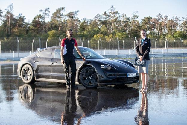 Porsche Taycan влезе в книгата на Гинес
