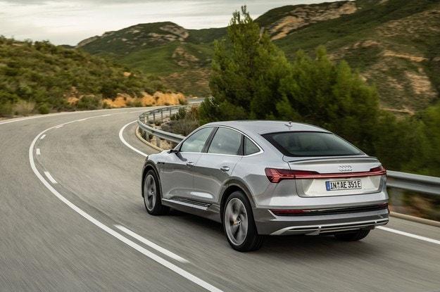 Обновеният Audi e-tron става по-практичен