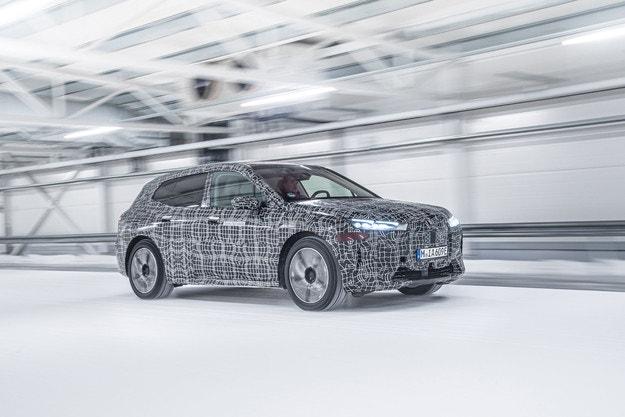 Тестват BMW iX при екстремни метео условия