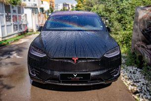 Tesla Model X: Шейната на дядо Коледа
