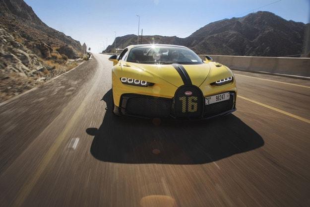 Bugatti Chiron Pur Sport се разхожда из Дубай