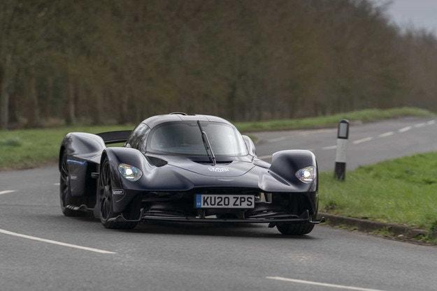 Aston Martin Valkyrie идва в средата на 2021