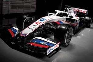 Haas F1 вкарва руския флаг на стартовата решетка