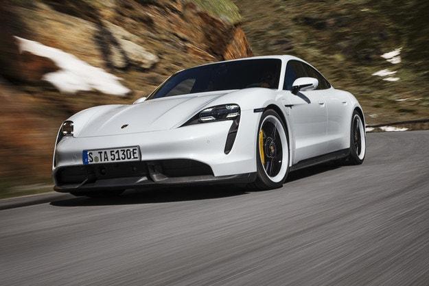 Безплатна актуализация на софтуера на Porsche Taycan