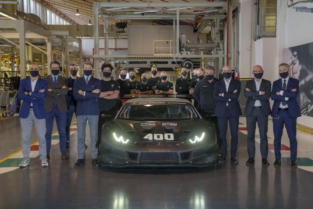 Lamborghini Huracan: Вече 400 спортни автомобила