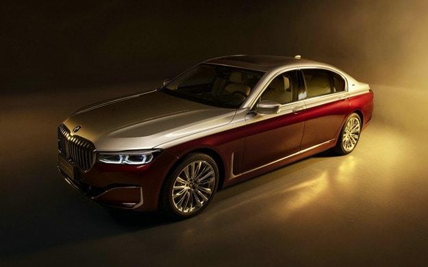 BMW пуска луксозна Серия 7 за 400 хил. долара