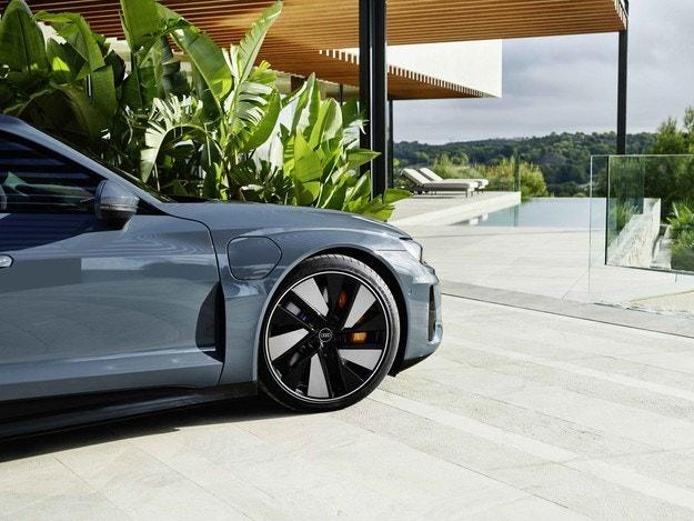 Goodyear оборудва Audi e-tron GT quattro и RS e-tron GT с гуми Eagle F1 Asymmetric 5