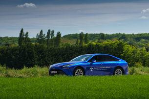 Toyota Mirai постави рекорд по пробег на водород