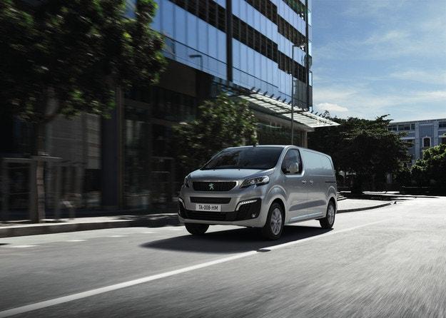 Професионалната гама на Peugeot на Truck Expo 2021