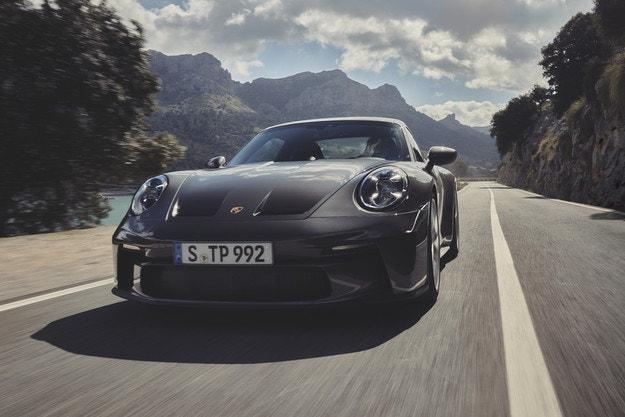 Новият Porsche 911 GT3 с пакет Touring