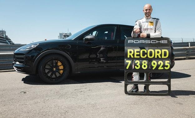 Рекорд за нов кросоувър на Porsche