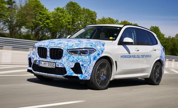 BMW започва тестове на водородния кросоувър X5