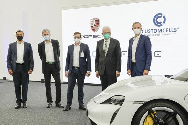 Porsche инвестира във фабрика за батерии