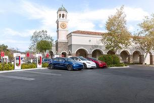 Зарядни станции на Tesla скоро навсякъде