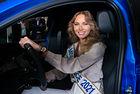Мис Франция зад волана на Peugeot е-208