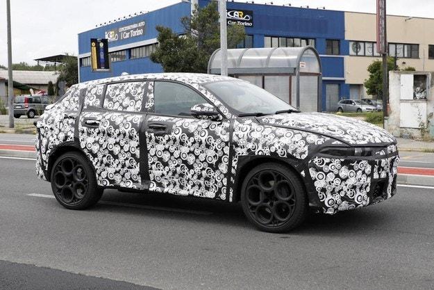 Alfa Romeo Tonale (2022) издебнат на тестове
