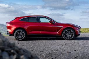 Aston Martin DBX: Предстоят нови версии