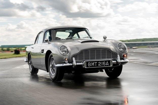 Открит е Aston Martin DB5 от филма Goldfinger