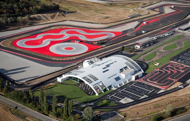 Осмият Porsche Experience Center е в Италия