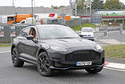 Aston Martin DBX S 2023: Супер SUV с V12