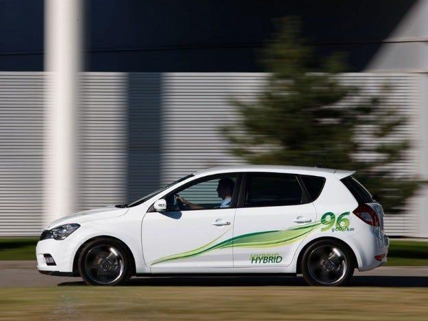 Kia cee`d и Sorento Hybrid