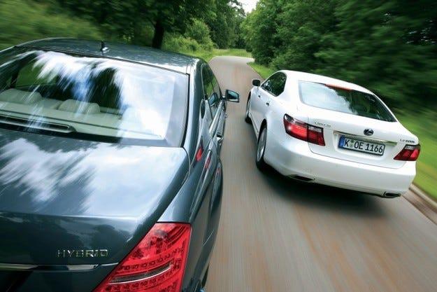 Lexus LS 600h срещу Mercedes S 400 Hybrid