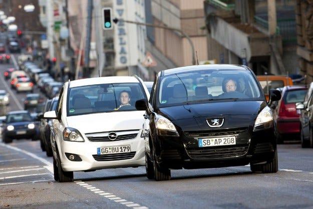 Peugeot 5008 срещу Opel Zafira