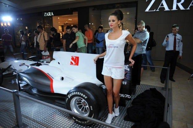 Шампионски болиди от F1 в София