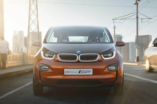 """Клиентите на BMW i3 ще получават безплатно """"петица"""" комби за дълги разстояния"""
